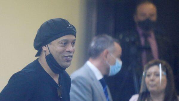 Ronaldinho, exfutbolista brasileño - Sputnik Mundo