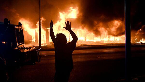 Violentas protestas en la ciudad de Kenosha (estado de Wisconsin), el 24 de agosto de 2020  - Sputnik Mundo