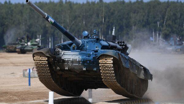 Tanque de Uzbekistán en los Juegos Army 2020 - Sputnik Mundo