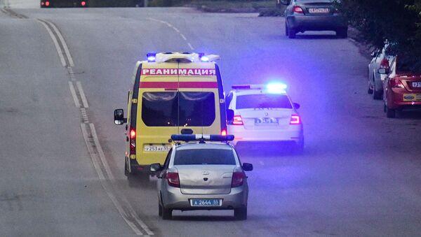 La ambulancia que transportó al opositor Navalni al hospital en Omsk, Rusia - Sputnik Mundo