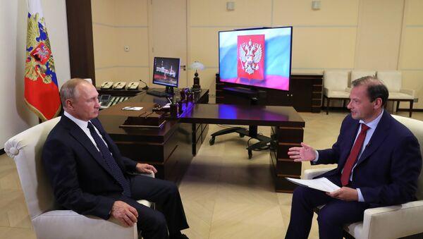 El presidente de Rusia, Vladímir Putin, durante una entrevista con Rossiya 1 - Sputnik Mundo