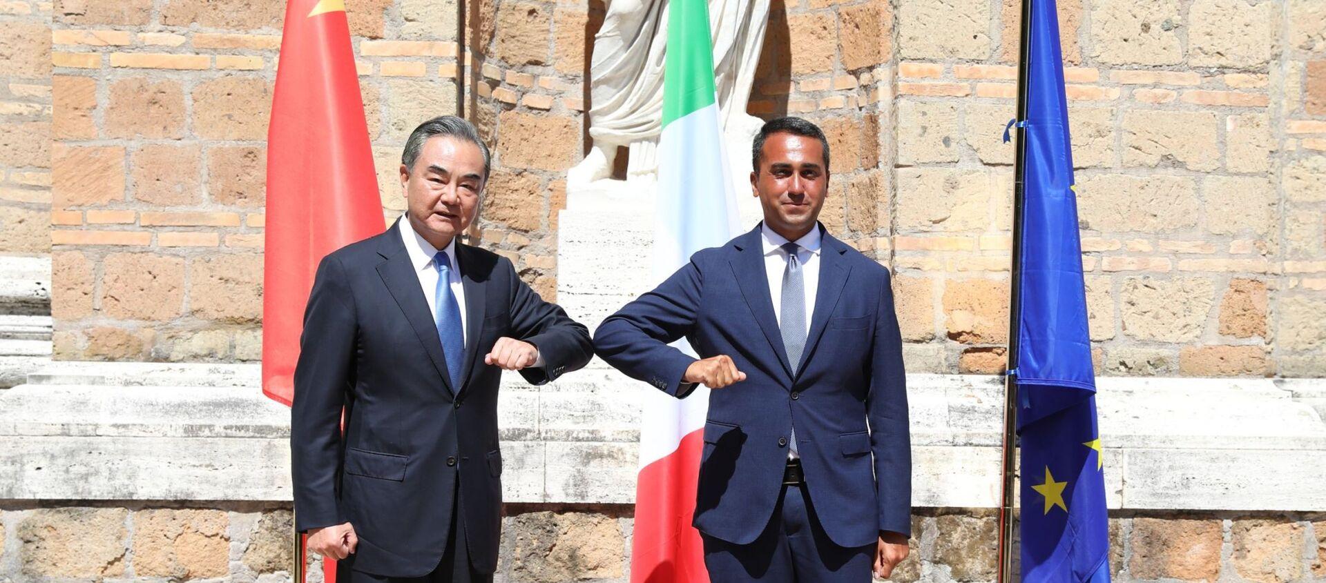 El ministro de Exteriores chino, Wang Yi, y su homólogo italiano, Luigi Di Maio - Sputnik Mundo, 1920, 27.08.2020