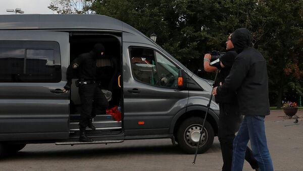 La detención de un grupo de periodistas en Minsk, Bielorrusia - Sputnik Mundo