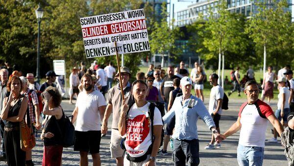 Las protestas contra medidas de COVID-19 en Berlín, Alemania - Sputnik Mundo