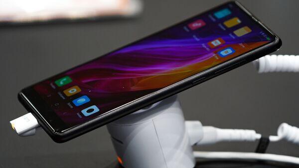 Un teléfono de Xiaomi - Sputnik Mundo