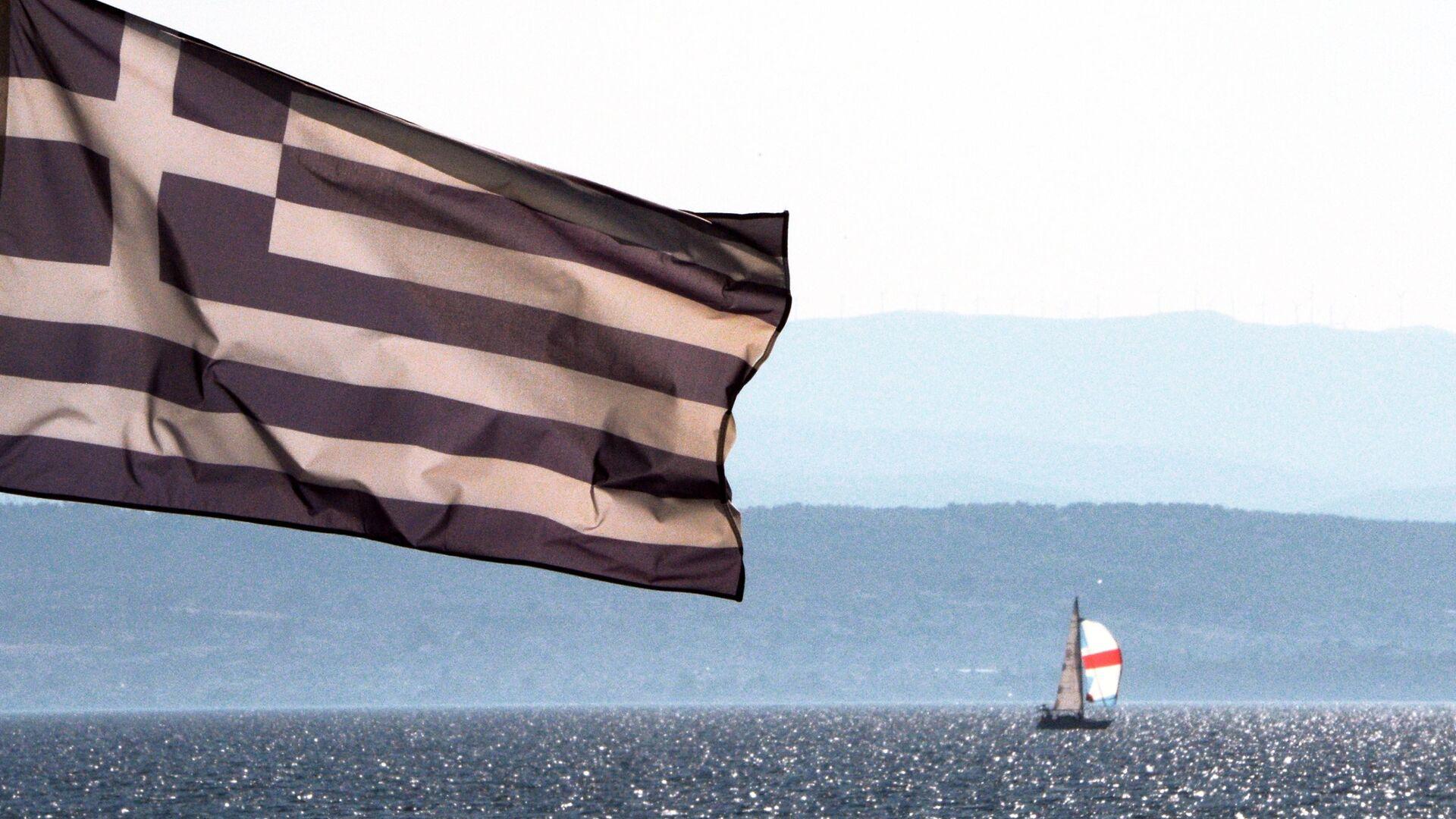 Bandera de Grecia en la costa del mar Egeo - Sputnik Mundo, 1920, 01.10.2021