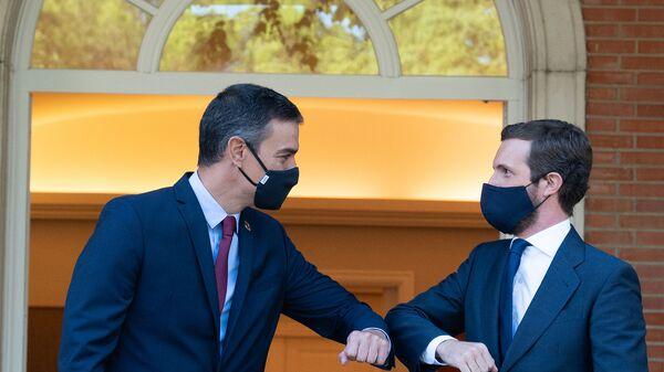 Imagen de archivo de Pedro Sánchez reunido con Pablo Casado en La Moncloa - Sputnik Mundo