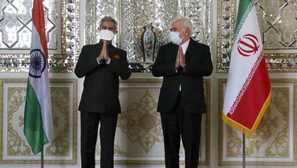 El ministro de Relaciones Exteriores iraní, Mohamad Javad Zarif,  da la bienvenida a su homólogo indio, Subrahmanyam Jaishankar  - Sputnik Mundo