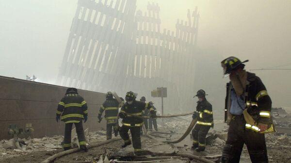 Bomberos de Nueva York trabajando en el sitio de los atentados del 11 de septiembre de 2001 - Sputnik Mundo
