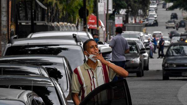Cola para repostar en Caracas, Venezuela - Sputnik Mundo