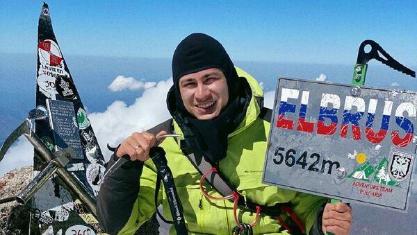 Rustám Nabíev en la cima del Elbrús - Sputnik Mundo