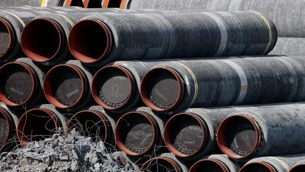 Tuberías del gasoducto Nord Stream 2 en el puerto alemán de Mukran - Sputnik Mundo