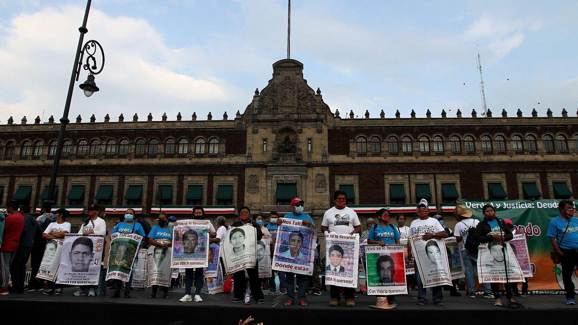 Conmemoran en CDMX seis años de la desaparición forzada de los estudiantes de Ayotzinapa - Sputnik Mundo, 1920, 24.09.2021