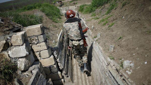 Un militar armenio en Nagorno Karabaj (archivo) - Sputnik Mundo