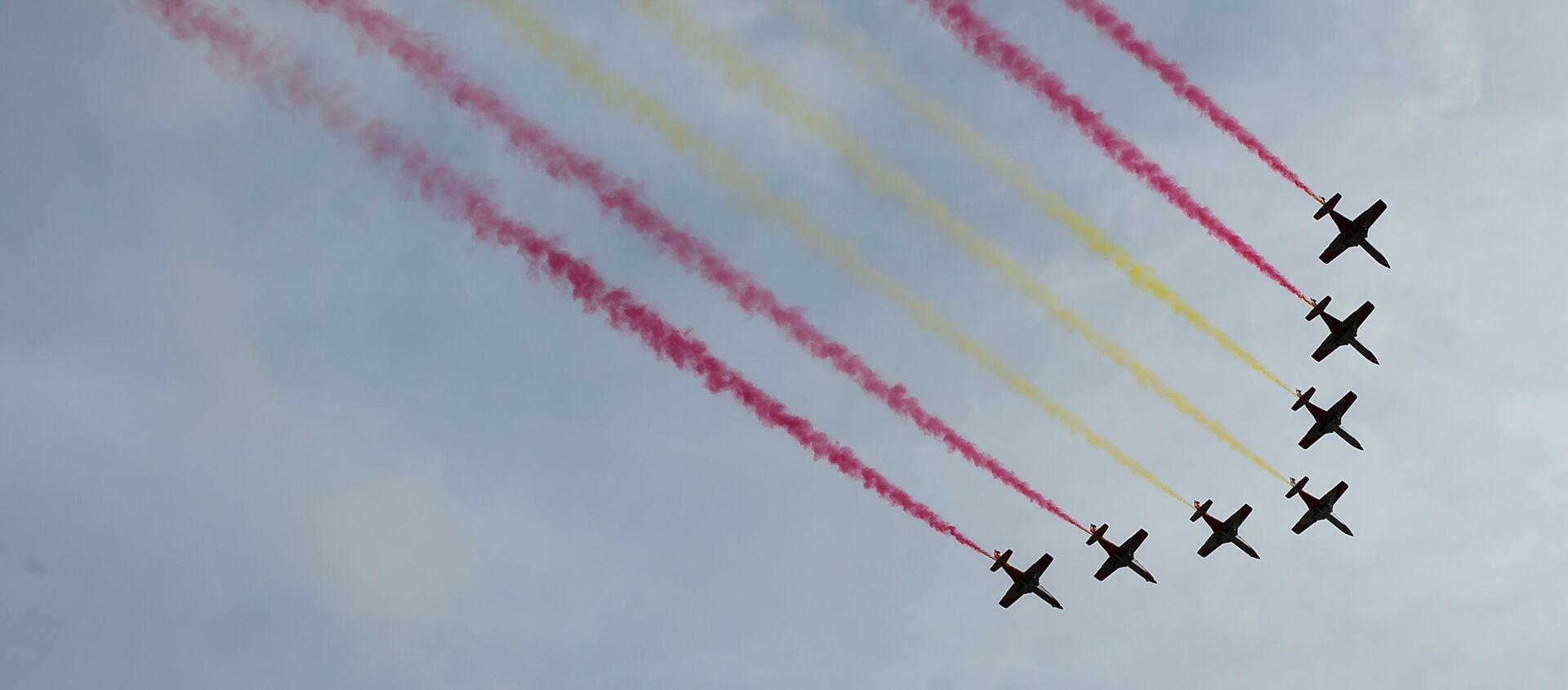 Demostración de la Fuerza Aérea Española, Patrulla Aguila, durante el desfile militar del Día Nacional de España. Madrid, 12 de octubre de 2019 - Sputnik Mundo, 1920, 12.10.2020