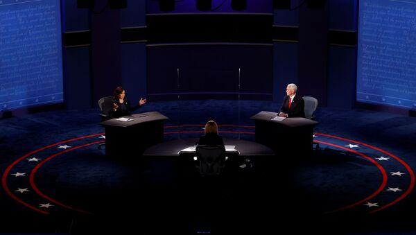 El debate de candidatos vicepresidenciales de EEUU, Mike Pence y Kamala Harris - Sputnik Mundo
