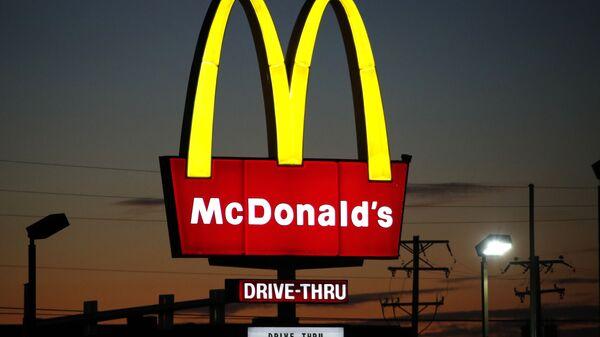 Logo de la cadena de restaurantes de comida rápida McDonald's - Sputnik Mundo