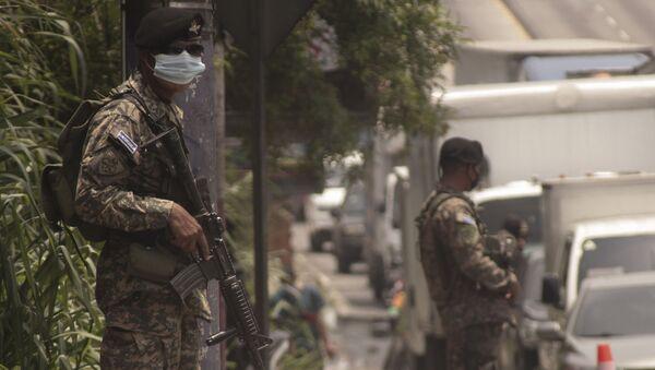 Un soldado de El Salvador (imagen referencial) - Sputnik Mundo