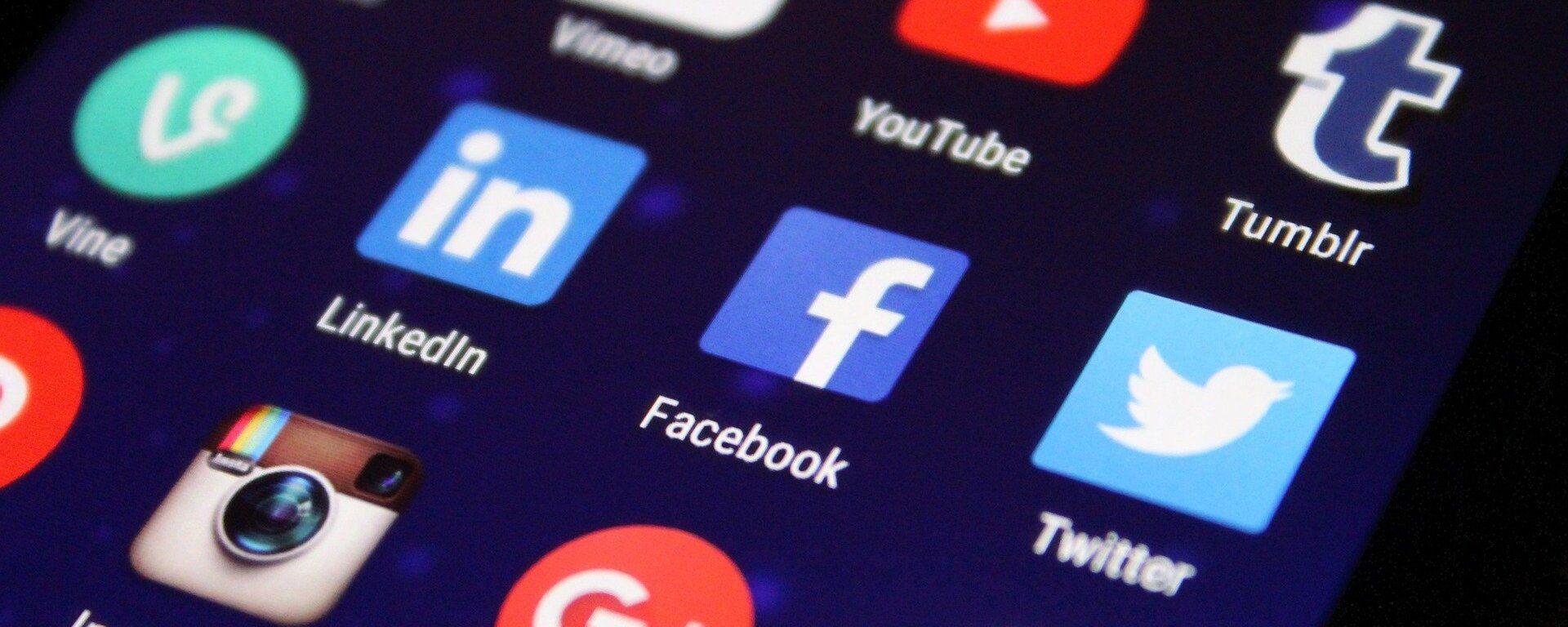 Íconos de unas redes sociales en un teléfono, referencial - Sputnik Mundo, 1920, 01.02.2021