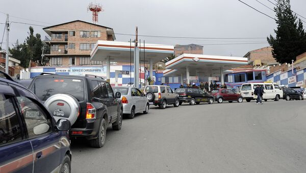 Cola en una gasolinera en La Paz, Bolivia (archivo) - Sputnik Mundo