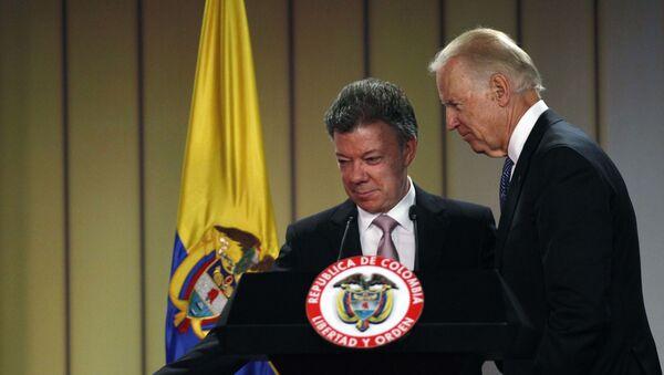 El expresidente colombiano Juan Manuel Santos junto a Joe Biden durante su visita a Colombia en 2016 - Sputnik Mundo