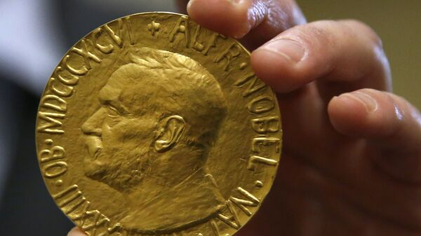 Medalla del Premio Nobel de la Paz otorgada a Carlos Saavedra Lamas subastada en 2014 - Sputnik Mundo