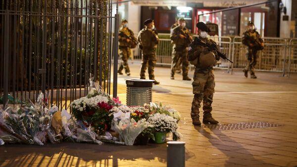 Militares franceses en el lugar del atentado en Niza - Sputnik Mundo