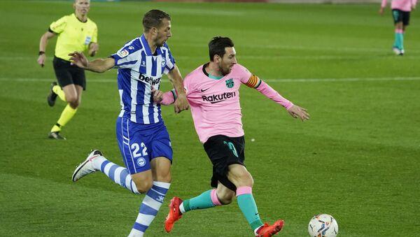 Lionel Messi (derecha) en el partido contra el Alavés - Sputnik Mundo