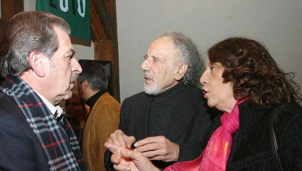 El reconocido actor chileno Nissim Sharim (centro) - Sputnik Mundo