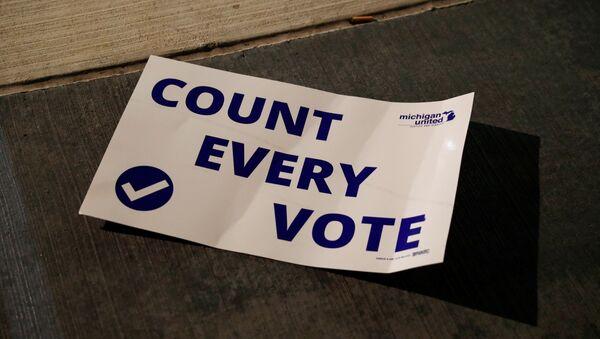 Protestas en Michigan durante el recuento de los votos tras las elecciones en EEUU - Sputnik Mundo