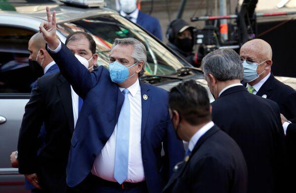 El presidente de Argentina, Alberto Fernández, arriba a palacio de Gobierno en La Paz para la investidura de Luis Arce - Sputnik Mundo