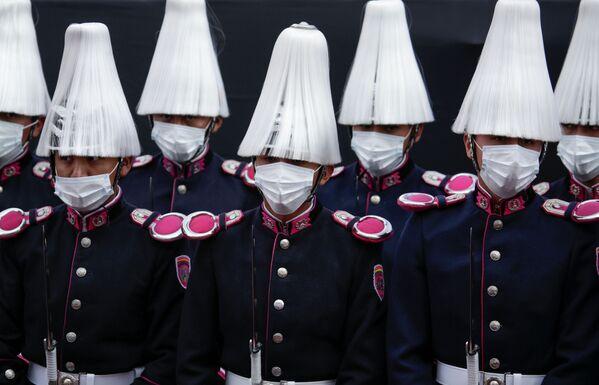 Militares bolivianos forman parte de los actos protocolares de la toma de posesión del nuevo presidente boliviano - Sputnik Mundo