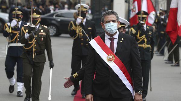 Manuel Merino durante su asunción como presidente de Perú - Sputnik Mundo