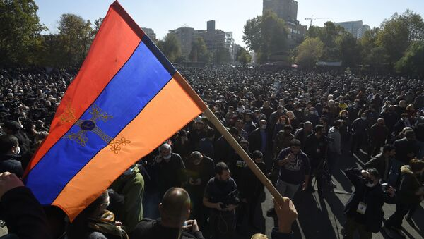 Los manifestantes en Ereván, Armenia - Sputnik Mundo