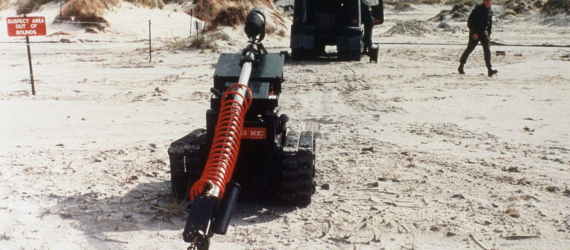 Un robot examina una mina en las Islas Malvinas en 1985 - Sputnik Mundo, 1920, 16.11.2020
