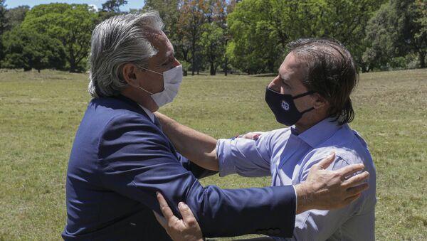 El presidente de Argentina, Alberto Fernández, y su par de Uruguay, Luis Lacalle Pou - Sputnik Mundo