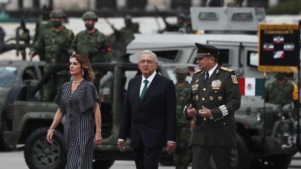 El presidente de México, Andrés Manuel López Obrador, durante el desfile militar del 16 de septiembre - Sputnik Mundo