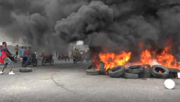 Asesinado a tiros: Haití vive violentas protestas antigubernamentales - Sputnik Mundo