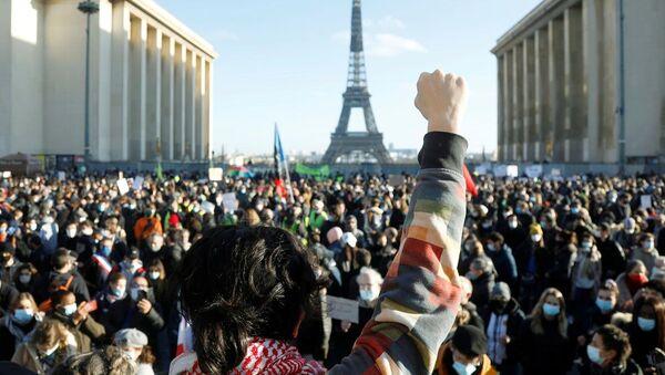 Las protestas contra la ley de seguridad global en París - Sputnik Mundo