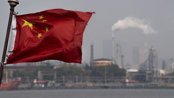 Unas intalaciones de refinería de petróleo en China - Sputnik Mundo