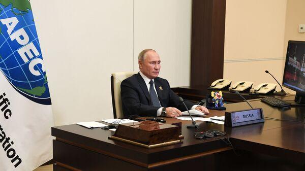 El presidente de Rusia, Vladímir Putin, y el 'monstruo' de Malasia - Sputnik Mundo