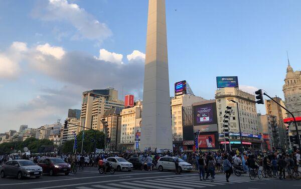 El Obelisco se llenó para despedir a Maradona - Sputnik Mundo