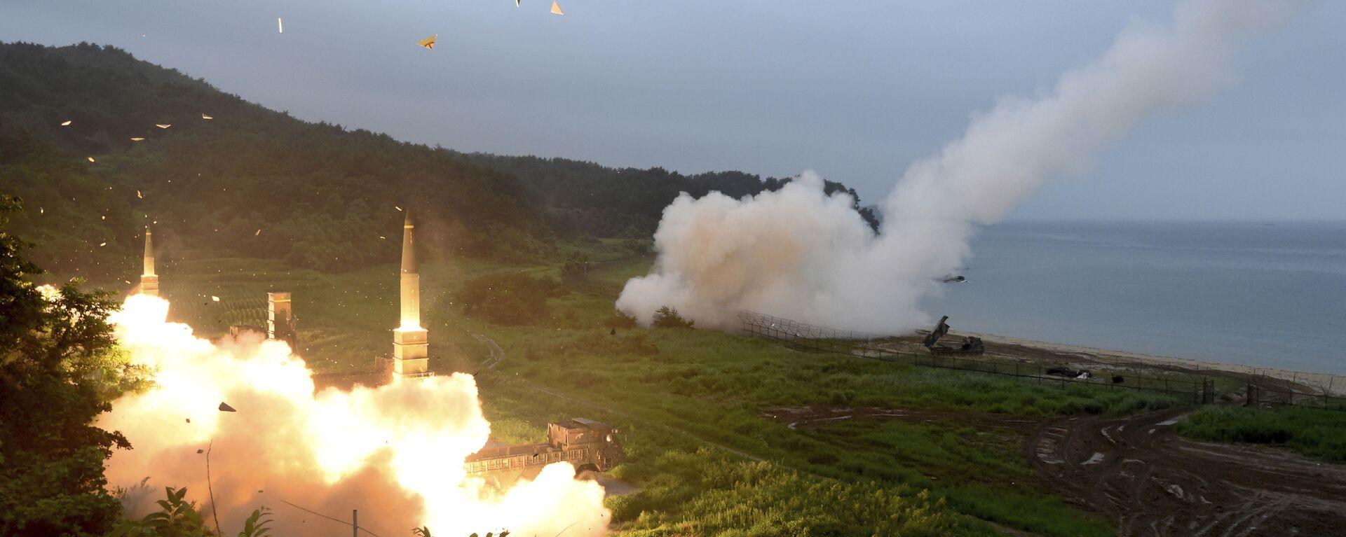 Lanzamiento de misiles durante un ejercicio militar combinado de Corea del Sur y EEUU, el 29 de julio de 2017 (Archivo). - Sputnik Mundo, 1920, 11.03.2021