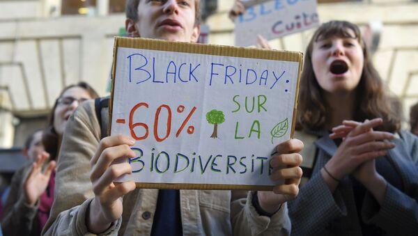 Imagen referencial de una protesta contra el Black Friday - Sputnik Mundo