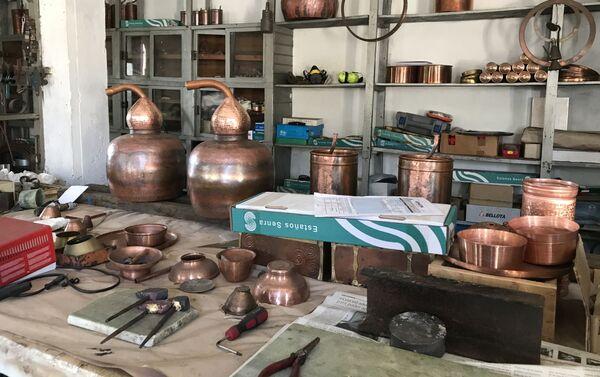 Productos artesanales de cobre del Taller de Manolete - Sputnik Mundo