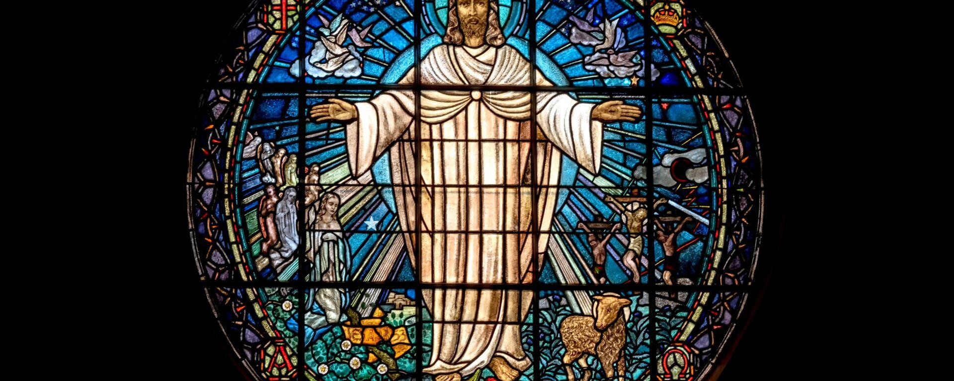 La representación de Jesús en un vitral de una iglesia - Sputnik Mundo, 1920, 23.03.2021