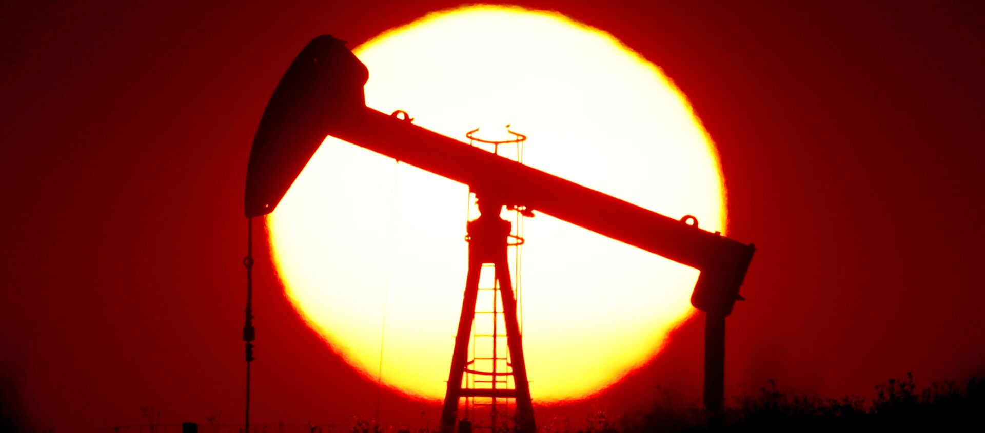 Extracción de petróleo (imagen referencial) - Sputnik Mundo, 1920, 16.12.2020