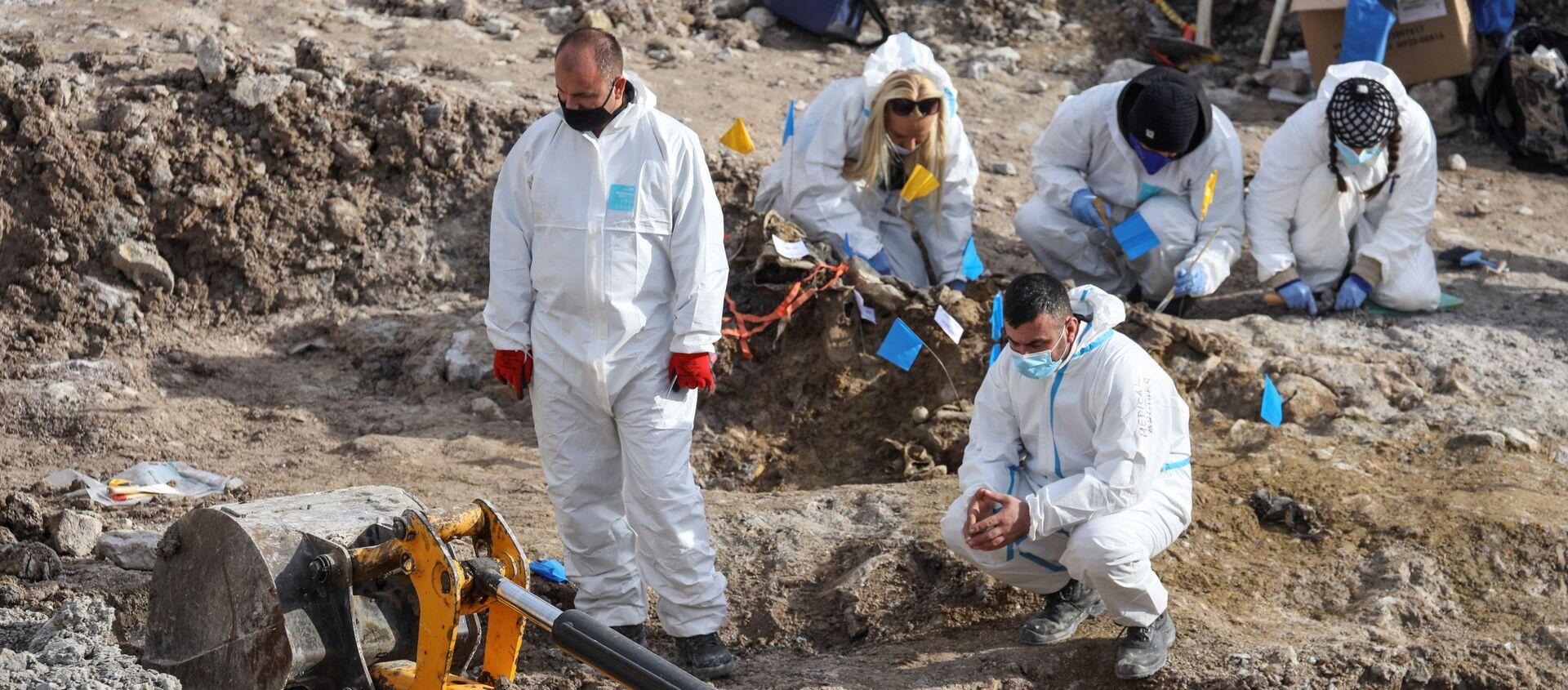 Los investigadores forenses buscan restos de más de una docena de albanokosovares asesinados durante la guerra de Kosovo - Sputnik Mundo, 1920, 05.12.2020
