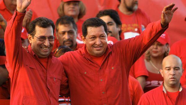 El embajador de Venezuela en Cuba, Adán Chávez, con su hermano Hugo Chavez - Sputnik Mundo
