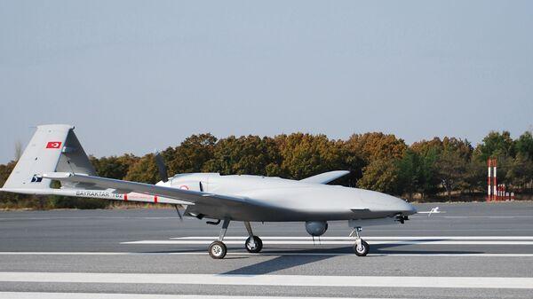 Un dron turco Bayraktar TB2 - Sputnik Mundo